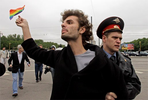 Politie slaat homoparade Moskou neer