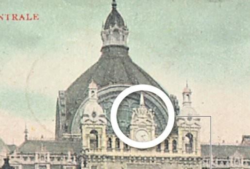 Bronzen leeuwen klauwen weer op Centraal Station