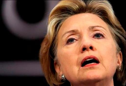 Onfortuinlijke Hillary Clinton breekt elleboog