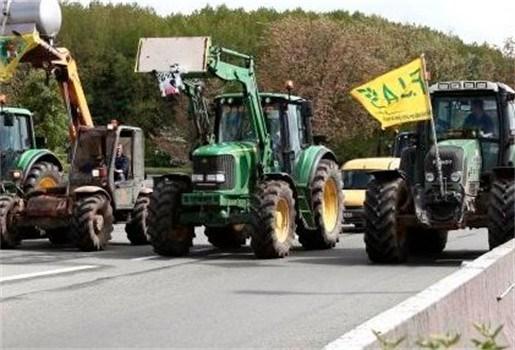 Landbouwers blokkeren E40 richting Brussel uit protest