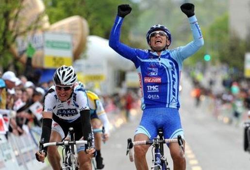 Verdachte renners Serrano en Caucchioli geschorst