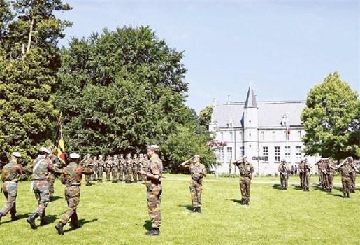 Militaire parade op kasteeldomein Cortewalle