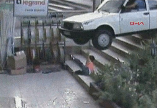 Jongen kan aan wilde autobestuurder ontsnappen