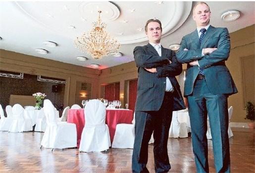 Jarige Salons Van Dijck geeft trouwfeest weg