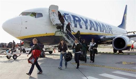 Ryanair wil dat passagiers bagage zelf tot vliegtuig dragen