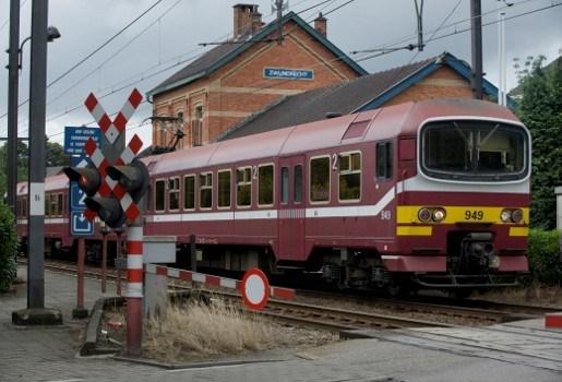 Sluitende treindeuren verwonden passagier in station Zwijndrecht