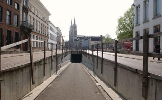 Boete voor sneller rijden dan 30 km/u in tunnels onder Leien