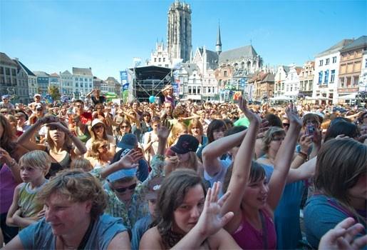 Belgische bands en zon maken van Maanrock groot succes