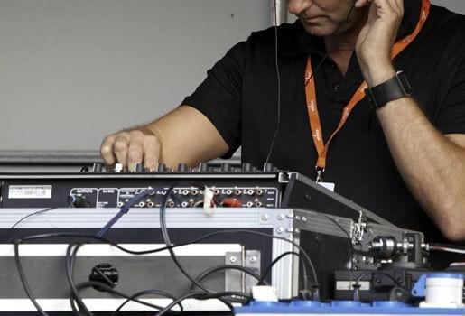 DJ krijgt slaag voor draaien van Pet Shop Boys-nummer