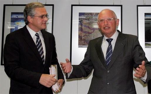 Peeters voelt steun van Commissie voor Opel Antwerpen