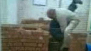Cementleraar verschijnt voor de rechter