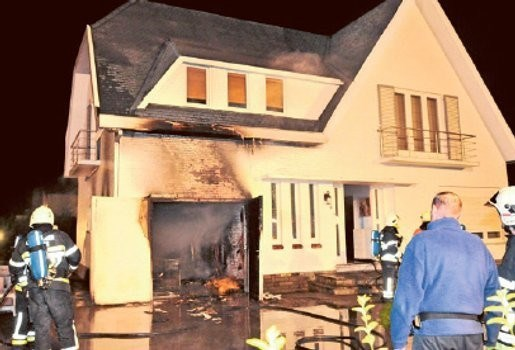 Brand in garage zet gezin op straat