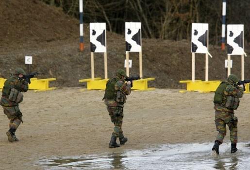 Soldaten niet vervolgd voor uitdelen oefenmunitie aan kinderen