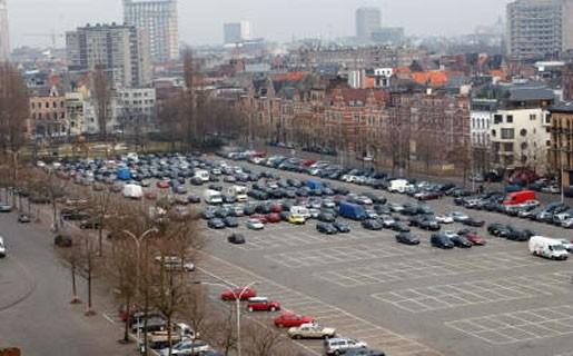 Moeten vervuilende auto's meer betalen voor parkeerplaats?