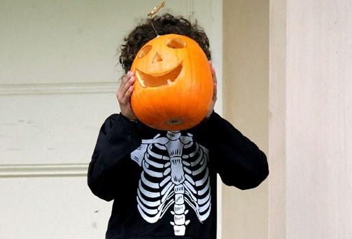 Vrouw ligt dagenlang dood op balkon als Halloweenversiering