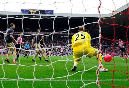 Liverpool verliest door ballon op het veld (video)