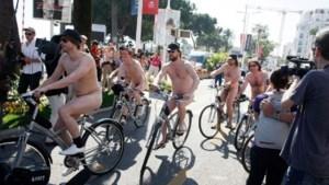 Naakte fietsers gaan acteurs 'Helaasheid der dingen' achterna