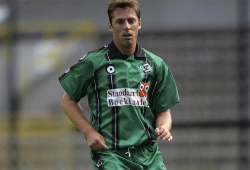 Harold Meyssen kapt met voetbal