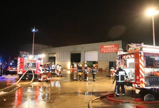 Brand zet loods industriezone Heist onder rook