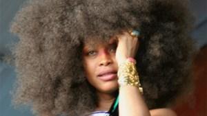Afro-Amerikaanse zangeres onteert moordplaats JFK