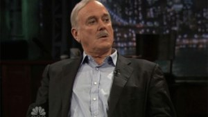John Cleese telt 3.800 euro neer voor taxirit
