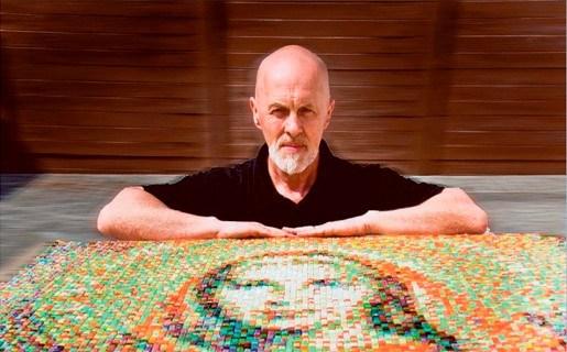 Geel 19.000 stukjes glas vormen mozaïek van Dimpna