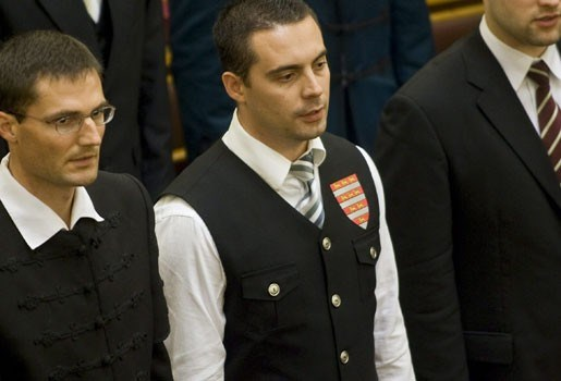 Extreemrechtse leider zorgt voor schandaal in Hongaars parlement
