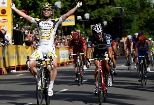 Boonen onderuit in Californië en Cavendish wint