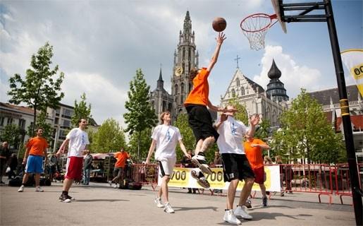 Basketbal palmt Groenplaats in