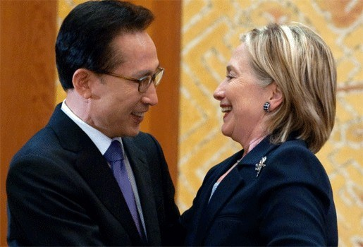 """Clinton verwacht streng antwoord op """"provocatie"""" Noord-Korea"""