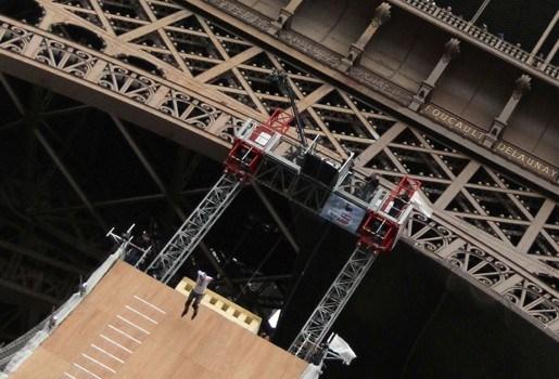 Franse skater springt van Eiffeltoren (video)