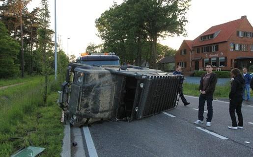 Jeep gaat over de kop op Lierseweg