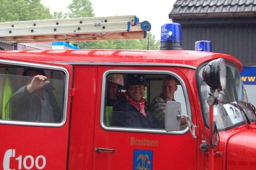 175 jaar brandweer gevierd met historische stoet
