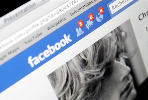 Moeder vindt ontvoerde kinderen na 15 jaar  op Facebook terug