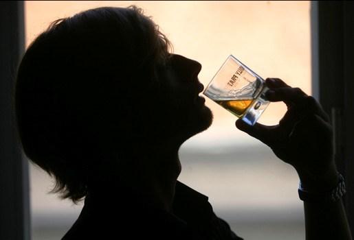 Stomdronken mannen wurgen elkaar: een man sterft