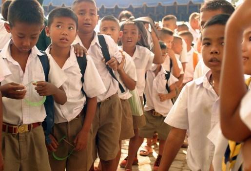 Schoolzieke leerling steekt school in brand