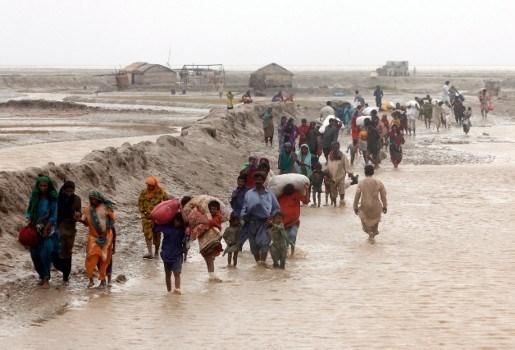 10 doden bij cycloon Phet in Pakistan