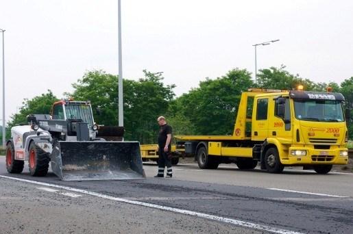 Kiezelsteentjes zorgen voor schade aan dertig auto's