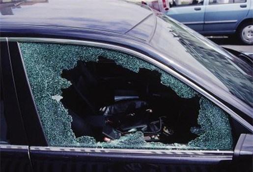 Slapende chauffeur doet autodieven vluchten