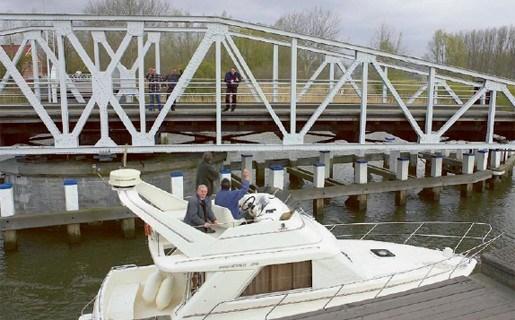Driegoten overweegt jachthaven nabij veer van Tielrode