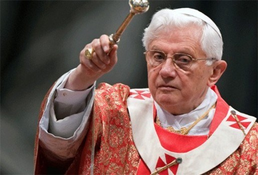 Paus belooft pedopriesters strenger aan te pakken