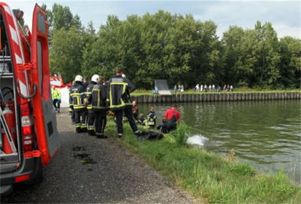 http://www.gva.be/ahimgpath/assets_img_gva/2010/08/02/1562647/brandweer-vist-lijk-op-uit-water-id1299064-1000x800-n.jpg