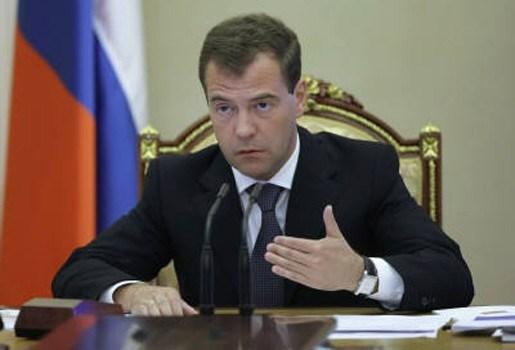 Medvedev ontslaat militairen na brand
