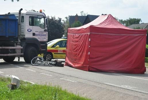 Vrachtwagen rijdt fietsende stadswacht dood in Lommel