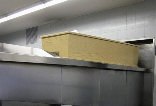 Kist zwaarlijvige vrouw te groot voor oven crematorium