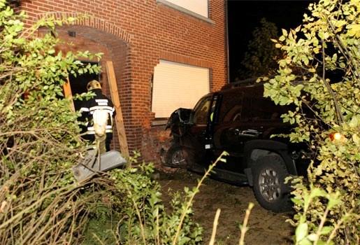 Terreinwagen ramt gevel in Kontich