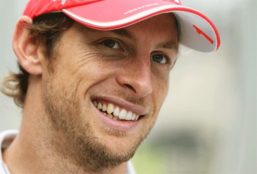 Jenson Button ontsnapt aan gewapende overval
