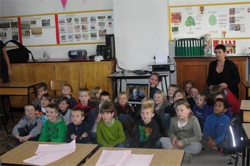 7-jarige volgt via Bednet terug les samen met klasgenootjes