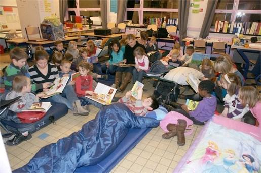 Kinderen blijven op school slapen tijdens voorleesweek