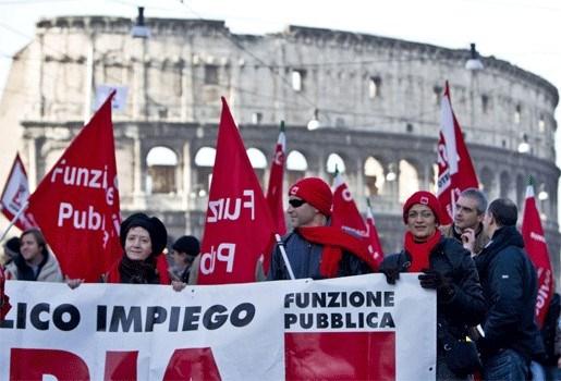 Betogers trekken door Rome voor meer werkzekerheid